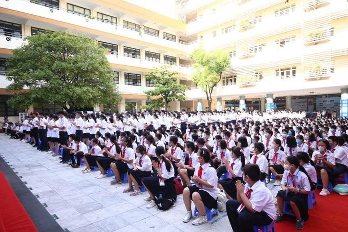 23 triệu học sinh cả nước tưng bừng bước vào năm học mới - Ảnh 6.