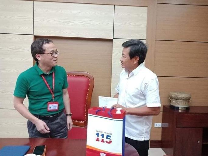 Hiệu trưởng ĐH Y Hà Nội nói gì với ông Đoàn Ngọc Hải sau hành trình 600 km trở về từ Hà Giang? - Ảnh 2.