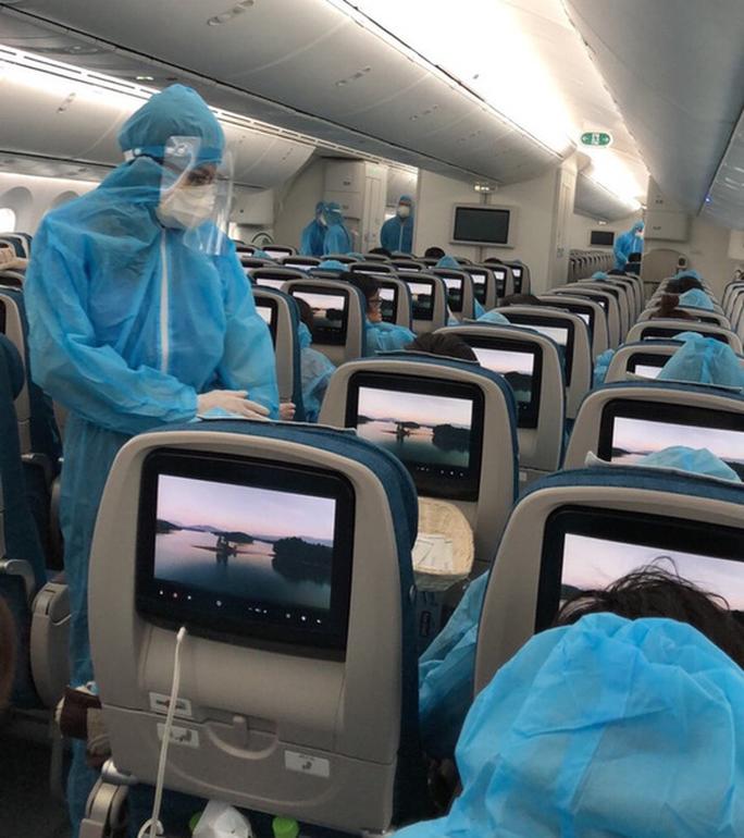 Sân bay Tân Sơn Nhất đón 405 người Việt từ Hàn Quốc - Ảnh 5.