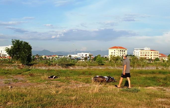 Quảng Bình: Đi thể dục, bàng hoàng nhìn thấy nam thanh niên tử vong bên bờ kênh - Ảnh 1.