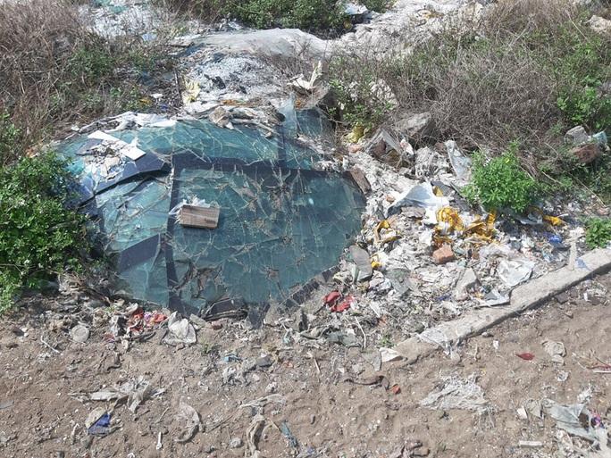 CLIP: Cận cảnh núi rác khổng lồ bị bỏ quên nhiều năm ở TP Vinh - Ảnh 10.