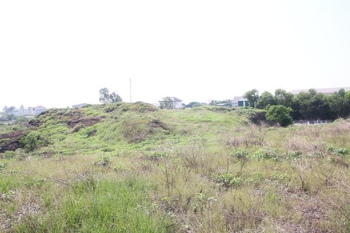 CLIP: Cận cảnh núi rác khổng lồ bị bỏ quên nhiều năm ở TP Vinh - Ảnh 6.