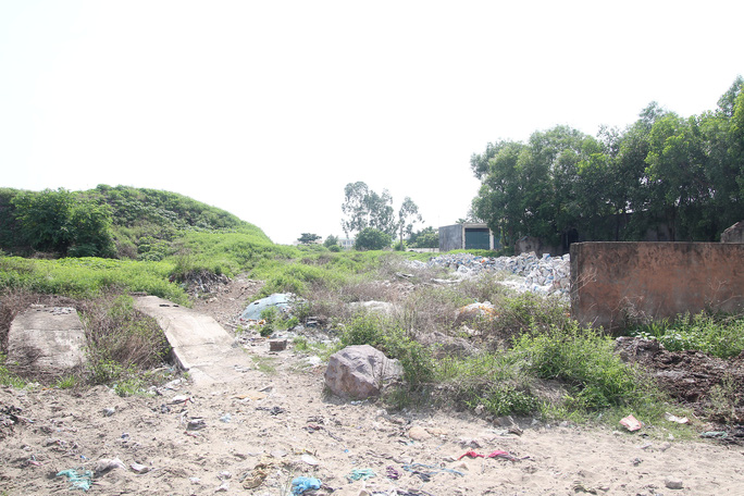 CLIP: Cận cảnh núi rác khổng lồ bị bỏ quên nhiều năm ở TP Vinh - Ảnh 7.