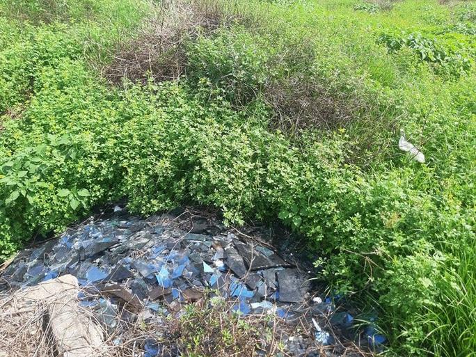 CLIP: Cận cảnh núi rác khổng lồ bị bỏ quên nhiều năm ở TP Vinh - Ảnh 12.