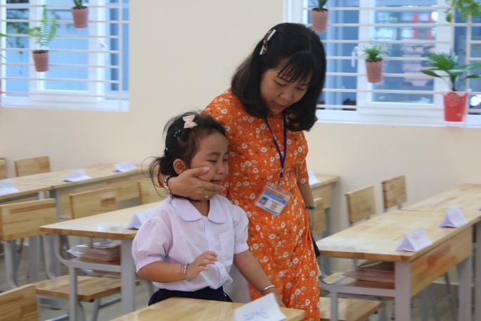 Biểu cảm của học sinh lớp 1 trong ngày khai giảng - Ảnh 8.