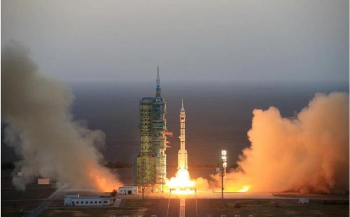 Bí ẩn vụ phóng tàu vũ trụ tái sử dụng của Trung Quốc - Ảnh 1.