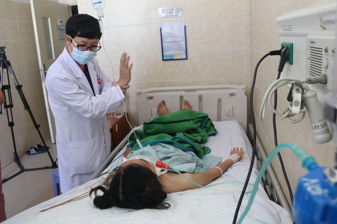 Cô gái 20 tuổi nghi ngộ độc pate Minh Chay ở Đồng Nai trở nặng, hôn mê sâu - Ảnh 1.