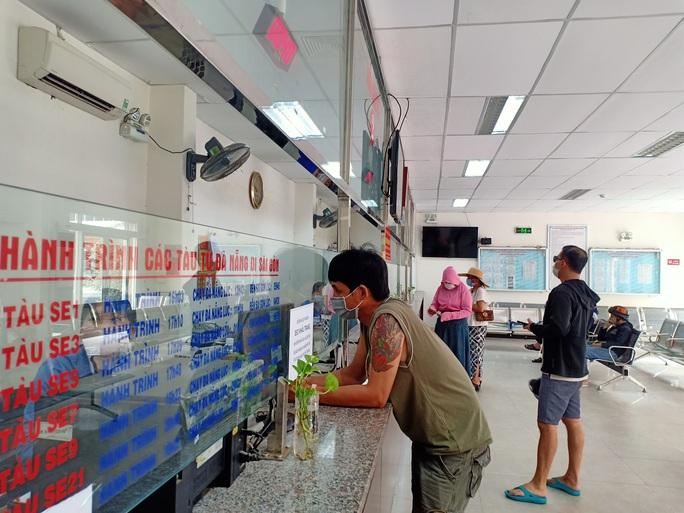Bến xe, nhà ga, sân bay ở Đà Nẵng mở cửa trở lại nhưng vẫn vắng khách - Ảnh 7.
