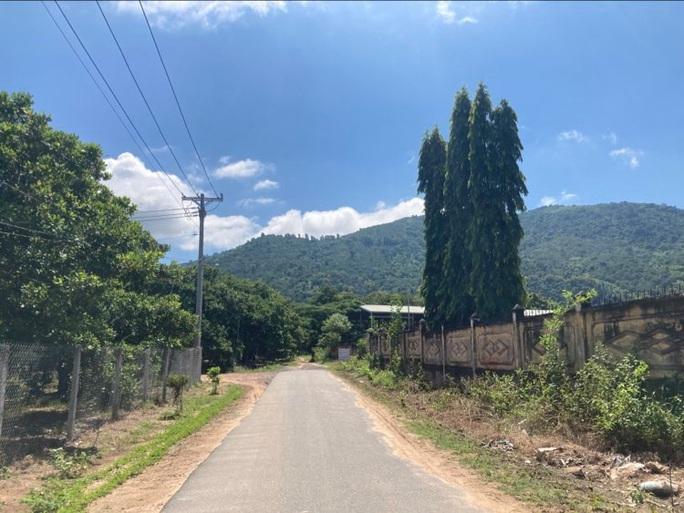 Đang tìm kiếm cháu bé 4 tuổi mất tích gần nhà ở vùng núi Chứa Chan - Ảnh 7.