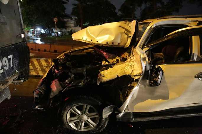 TP HCM: Ôtô tông hàng loạt xe máy, nhiều người bị thương - Ảnh 1.
