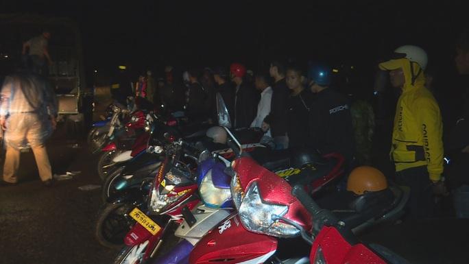 Bắt giữ gần 300 thanh thiếu niên, học sinh tụ tập đua xe - Ảnh 2.
