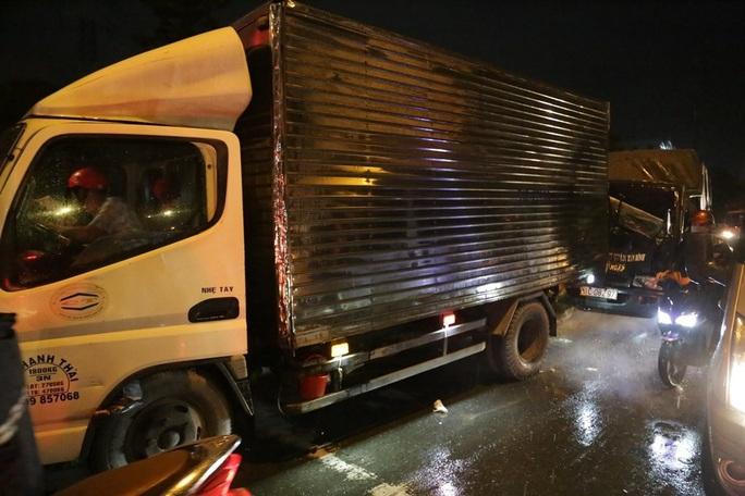 TP HCM: Ôtô tông hàng loạt xe máy, nhiều người bị thương - Ảnh 4.