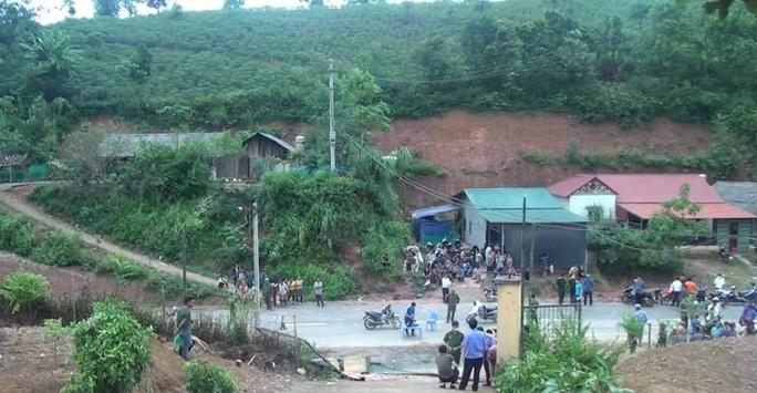Cổng trường đổ đè chết 3 học sinh: Tai nạn xảy ra khi trường đã thông báo nghỉ học - Ảnh 1.