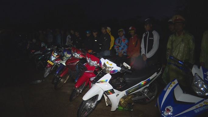 Bắt giữ gần 300 thanh thiếu niên, học sinh tụ tập đua xe - Ảnh 3.