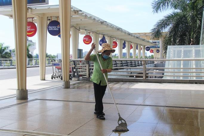 Bến xe, nhà ga, sân bay ở Đà Nẵng mở cửa trở lại nhưng vẫn vắng khách - Ảnh 4.