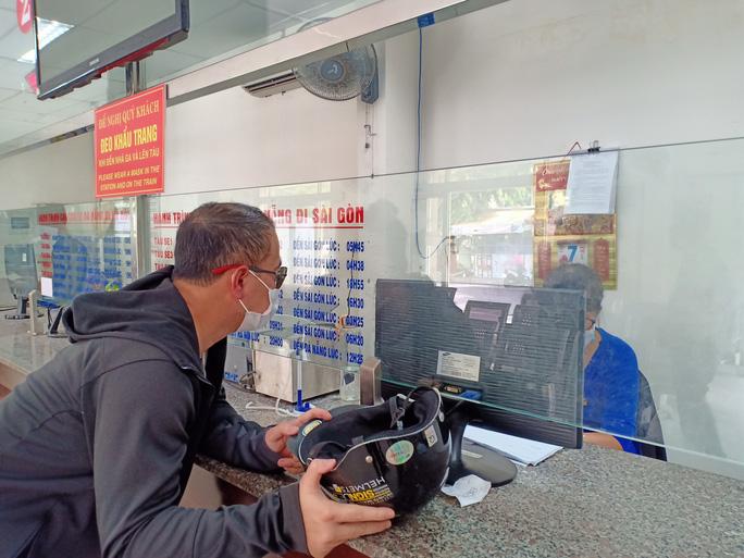 Bến xe, nhà ga, sân bay ở Đà Nẵng mở cửa trở lại nhưng vẫn vắng khách - Ảnh 8.