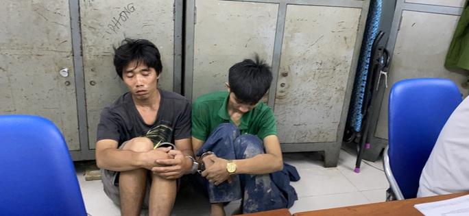 Trinh sát truy đuổi 2 tên cướp táo tợn ở quận 7 - Ảnh 1.