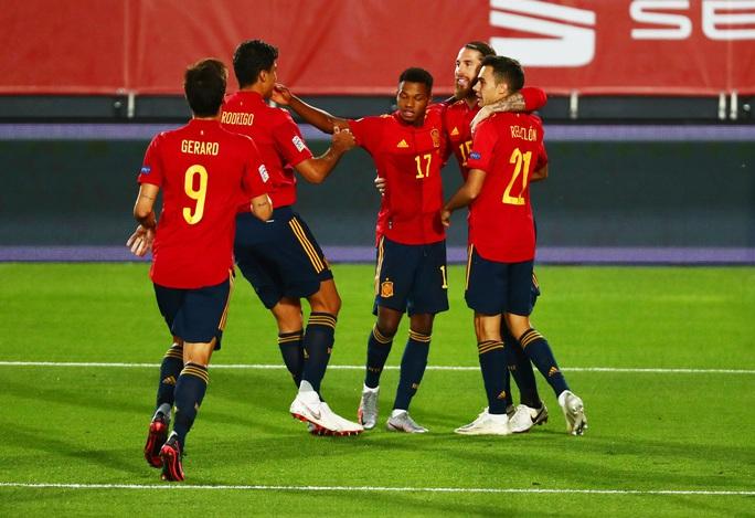 Thần đồng Barcelona tỏa sáng, Tây Ban Nha thắng vùi dập Ukraine - Ảnh 4.