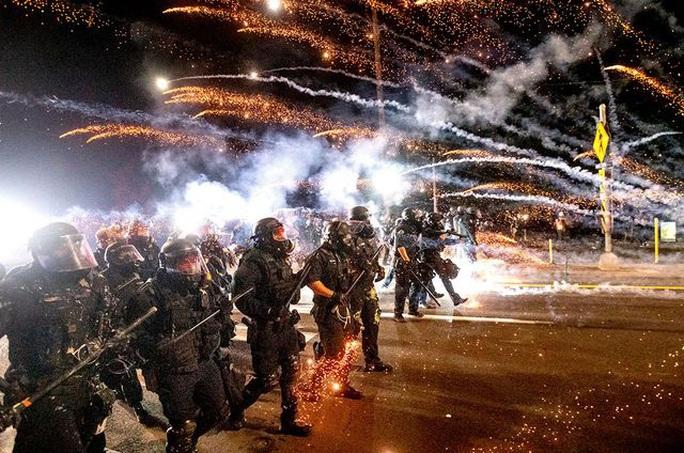 Mỹ: Chết đuối vì bị cảnh sát còng tay vẫn nhảy xuống biển trốn - Ảnh 2.