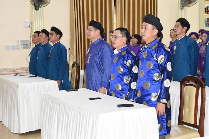 Lãnh đạo ngành văn hóa lên tiếng chuyện nam công chức mang áo dài ngũ thân đến công sở - Ảnh 3.