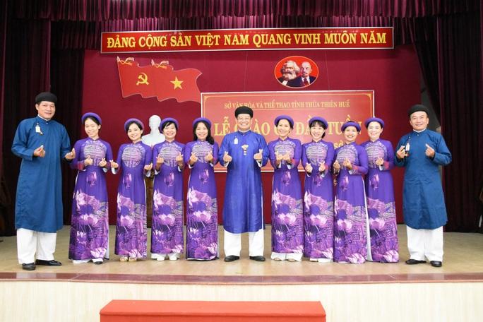 Lãnh đạo ngành văn hóa lên tiếng chuyện nam công chức mang áo dài ngũ thân đến công sở - Ảnh 2.