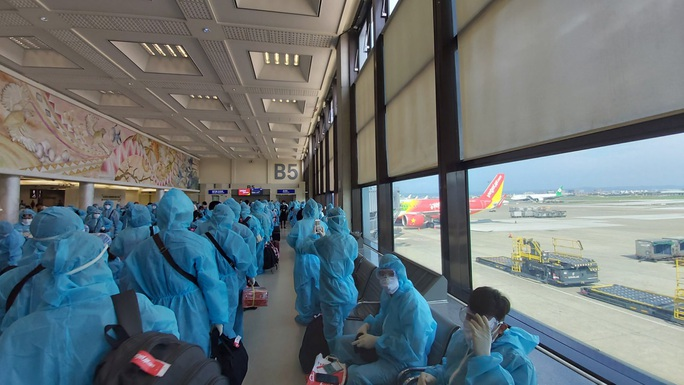 Sân bay Cần Thơ đón 230 người Việt từ Đài Loan - Ảnh 1.
