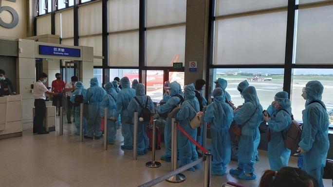 Sân bay Cần Thơ đón 230 người Việt từ Đài Loan - Ảnh 2.