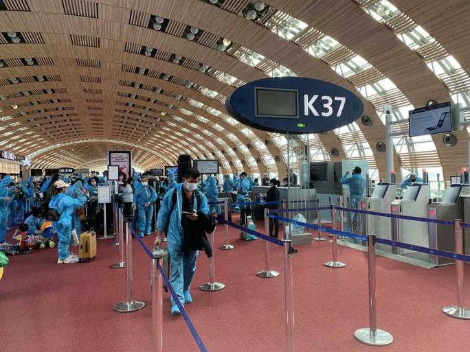 Sân bay Cần Thơ đón 230 người Việt từ Đài Loan - Ảnh 3.