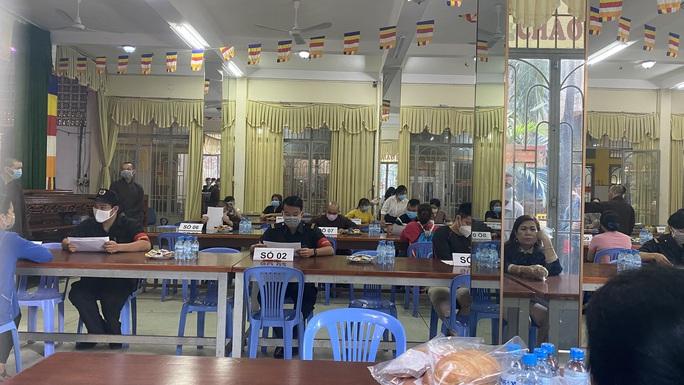 """Nhận tro cốt người thân tại chùa Kỳ Quang 2: """"Tim tôi như vỡ ra"""" - Ảnh 5."""