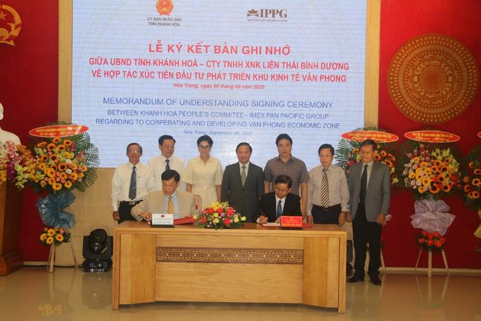 Công ty của ông Jonathan Hạnh Nguyễn tài trợ 5 triệu USD làm quy hoạch Vân Phong - Ảnh 1.