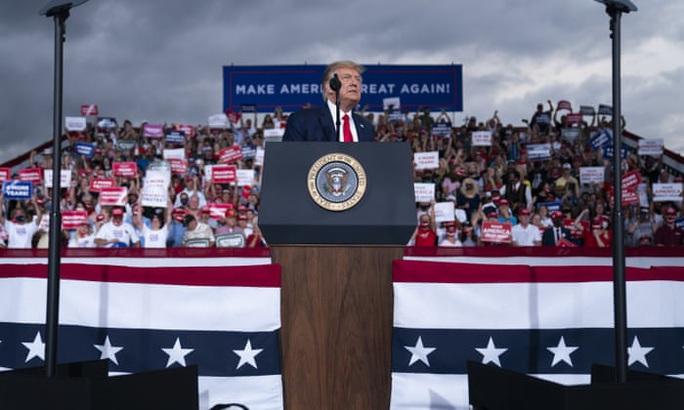 Tổng thống Trump: Sẽ là sự sỉ nhục nếu bà Kamala Harris đắc cử - Ảnh 1.