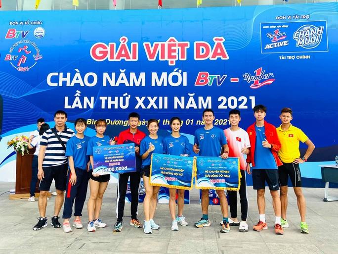 Kỷ lục gia SEA Games 30 Nguyễn Thị Oanh vô địch giải chạy Chào năm mới - Ảnh 4.