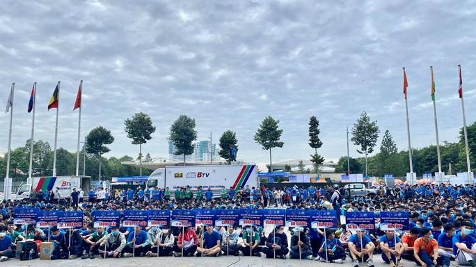 Kỷ lục gia SEA Games 30 Nguyễn Thị Oanh vô địch giải chạy Chào năm mới - Ảnh 1.