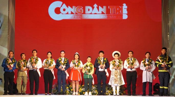 Ông chủ ATM gạo trở thành công dân trẻ tiêu biểu TP HCM năm 2020 - Ảnh 2.