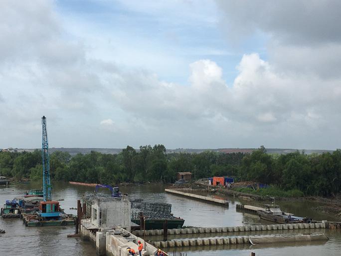 Nguy cơ mất an toàn giao thông thủy tkhi dự án  kiểm soát triều dừng thi công - Ảnh 2.