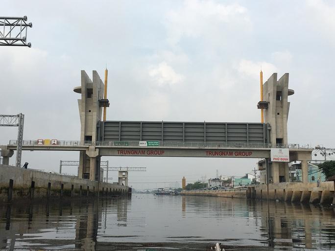 Nguy cơ mất an toàn giao thông thủy tkhi dự án  kiểm soát triều dừng thi công - Ảnh 1.