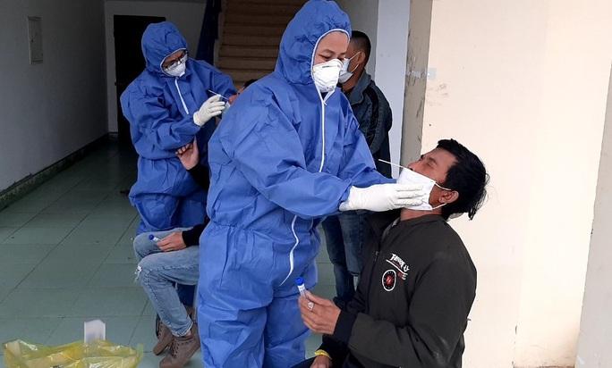Truy vết 3 thợ hồ nhập cảnh trái phép từ Campuchia về Quảng Bình - Ảnh 1.