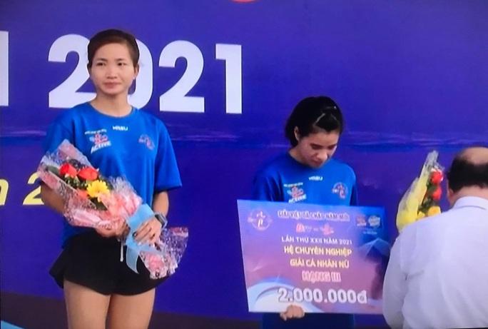 Kỷ lục gia SEA Games 30 Nguyễn Thị Oanh vô địch giải chạy Chào năm mới - Ảnh 2.