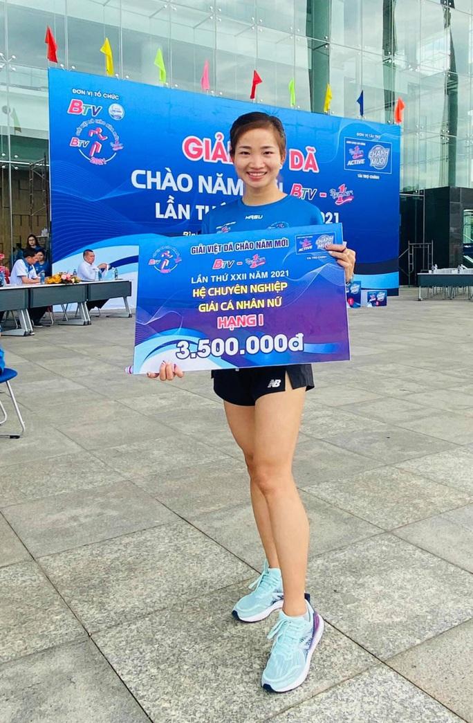 Kỷ lục gia SEA Games 30 Nguyễn Thị Oanh vô địch giải chạy Chào năm mới - Ảnh 3.