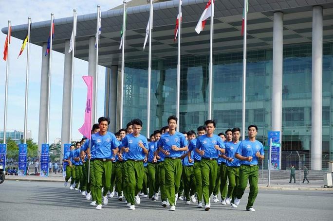 Kỷ lục gia SEA Games 30 Nguyễn Thị Oanh vô địch giải chạy Chào năm mới - Ảnh 6.