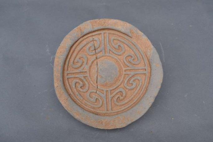 Nhặt chậu đất, tìm ra kho báu: cung điện mộ cổ của hoàng đế 1.800 tuổi - Ảnh 1.