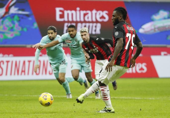 Thánh Ibrahimovic tái xuất, AC Milan thống trị Serie A - Ảnh 3.