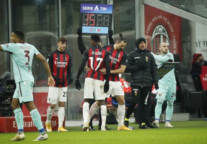 Thánh Ibrahimovic tái xuất, AC Milan thống trị Serie A - Ảnh 2.