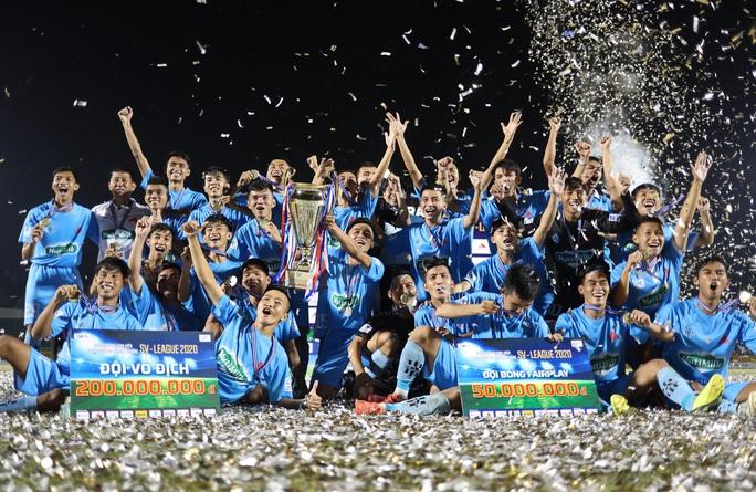 Trường ĐH Cần Thơ được thưởng lớn sau chiến tích vô địch SV-League 2020 - Ảnh 1.