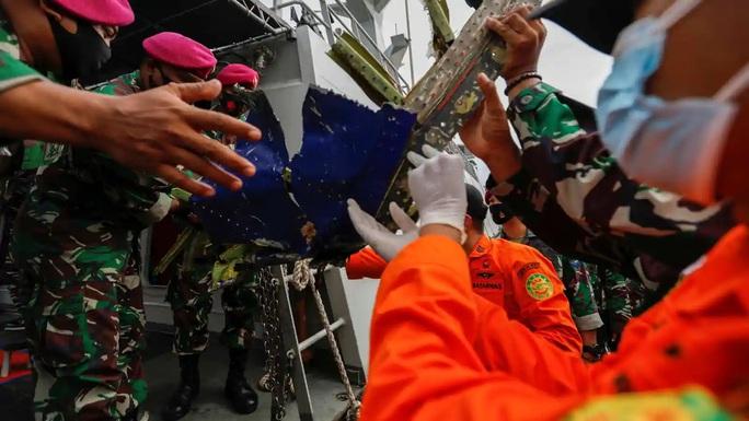 Từ vụ rơi máy bay ở Indonesia: Những chi tiết về hồ sơ an toàn bay - Ảnh 1.