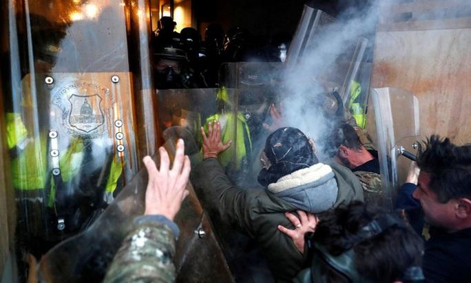 Bạo loạn ở điện Capitol phô bày tương lai nghiệt ngã của Mỹ? - Ảnh 2.