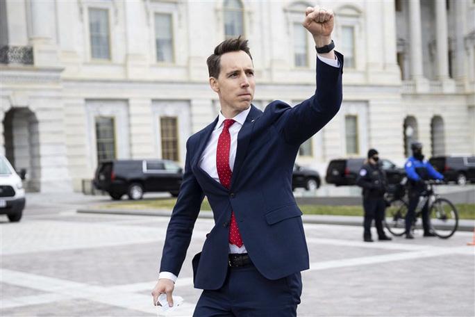 Thượng nghị sĩ Mỹ bất ngờ thành kẻ thù quốc dân - Ảnh 1.