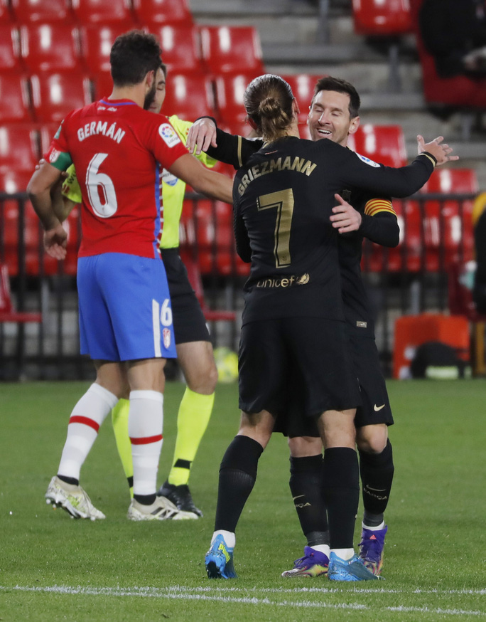 Messi và Griezmann bắn hạ Granada, Barcelona lên Top 3 La Liga - Ảnh 4.