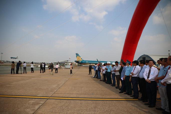 CLIP: Khánh thành Dự án cải tạo, nâng cấp đường cất hạ cánh, đường lăn Sân bay Tân Sơn Nhất - Ảnh 3.