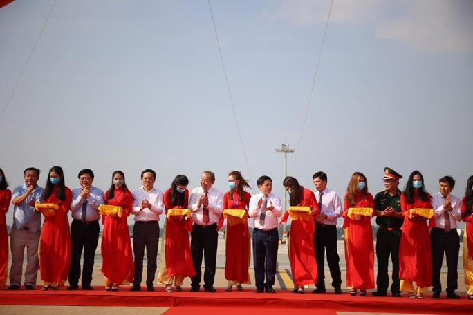 CLIP: Khánh thành Dự án cải tạo, nâng cấp đường cất hạ cánh, đường lăn Sân bay Tân Sơn Nhất - Ảnh 2.